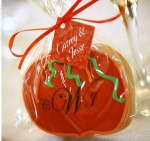 End your fall wedding with a sweet treat for guests: monogram pumpkin cookies for your wedding favor