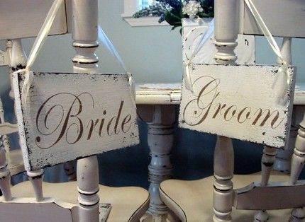 Surprise your bride with a heartfelt gift on your wedding day