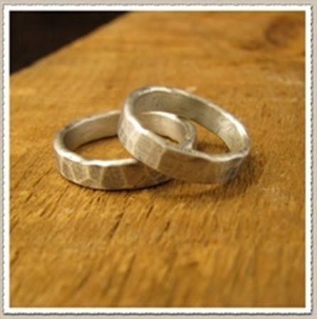 Chic hammered silver men's wedding band for your groom