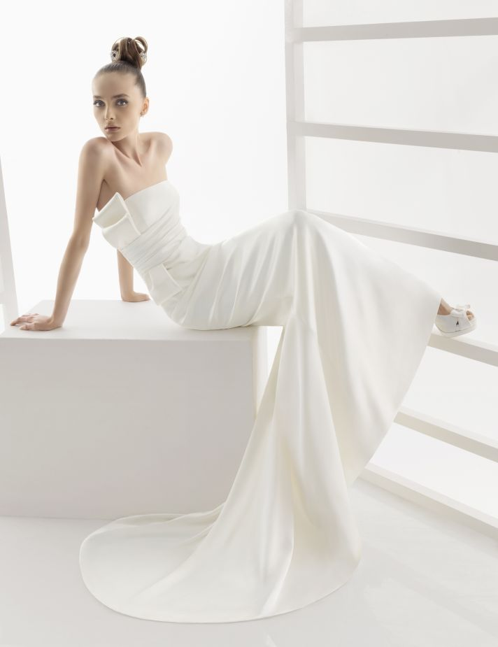 Sleek strapless ivory wedding dress from Rosa Clara