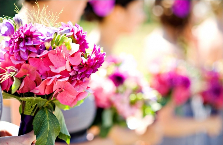 casual-outdoor-wedding-summertime-bright-wedding-flowers-pink_0