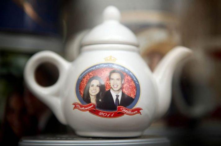 Royal wedding memorabilia- Prince William and Kate teapot