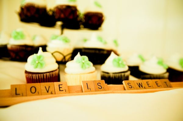 Non-traditional wedding cake- wedding cupcakes with Scrabble tile table decor