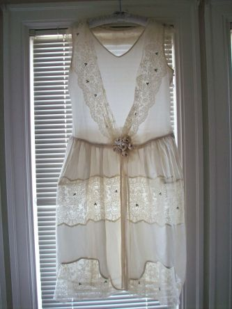 Romantic mini lace vintage wedding dress