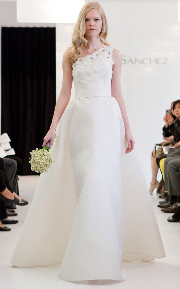 One-shoulder ivory wedding dress