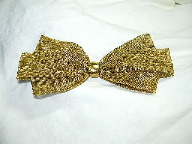 Dapper groom's bow tie in mesh metallic gold