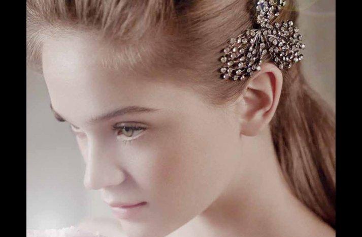 Vintage-wedding-hair-accessories-white-by-vera