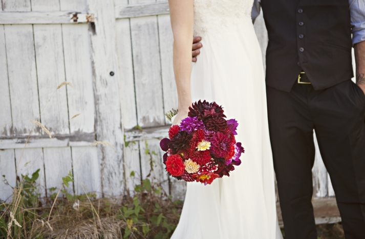 outdoor-real-wedding-2012-bold-bridal-bouquet