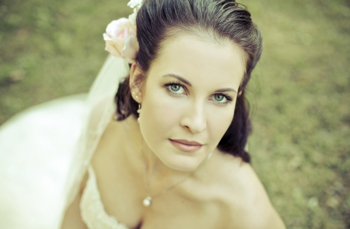 Real-fall-wedding-bridal-beauty-photo