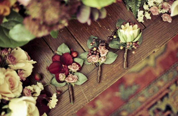 Real-fall-wedding-grooms-boutonniere