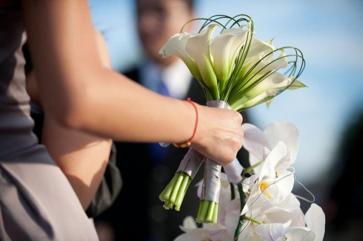 real weddings las vegas fall white bridal bouquet, round diamond engagement ring