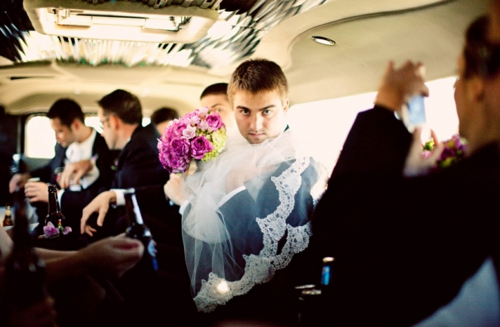 funny wedding photos reasons to stay sober at reception 4