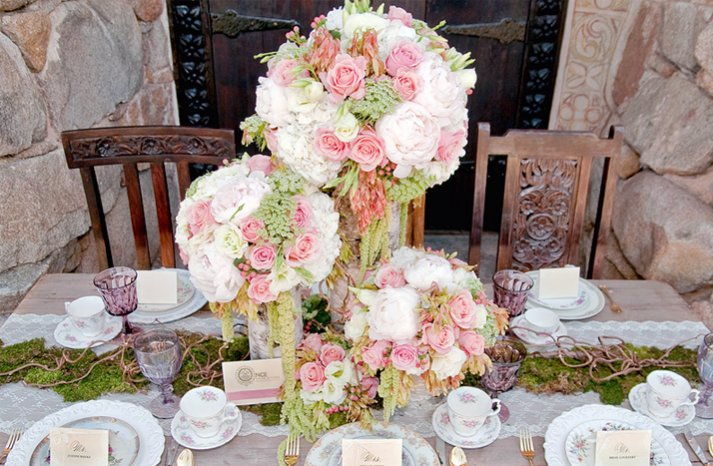pink green whie wedding flowers outdoor wedding reception