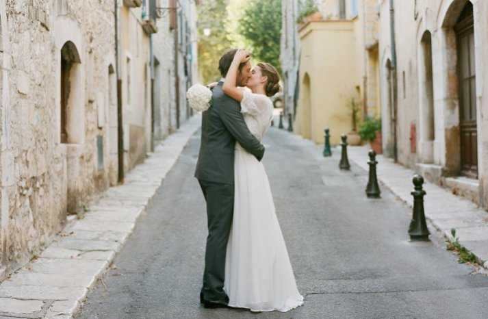 wedding photography must have photos bride groom kiss