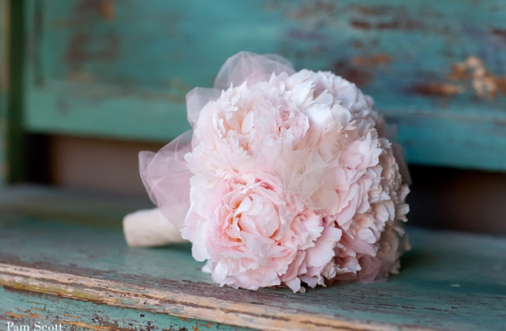 monochromatic bridal bouquet pale pink bouquet with no greenery