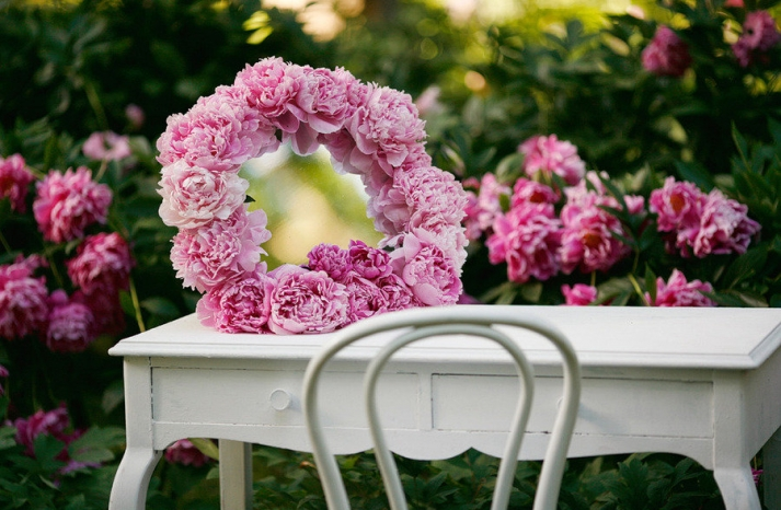 romantic spring wedding outdoor venue pink peony wedding flowers