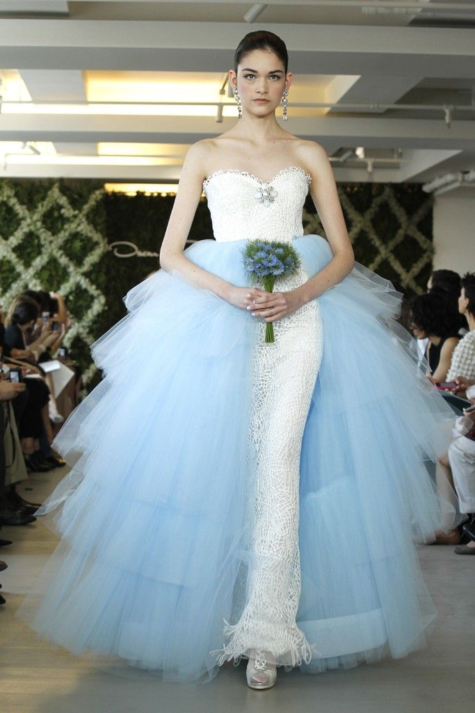 2013 wedding dress trend two tone bridal gowns Oscar de la Renta ivory sky blue tulle