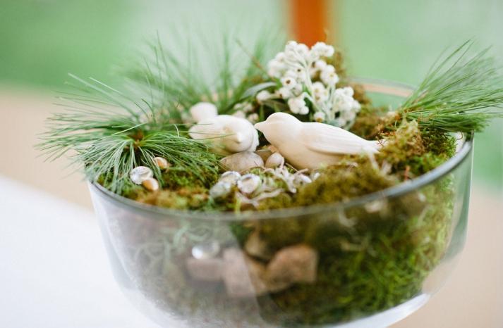 creative wedding ideas using moss DIY wedding projects decor
