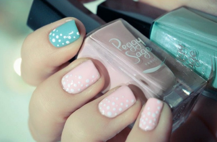 unique wedding nail art bridal beauty details pastel pink aqua white polka dots