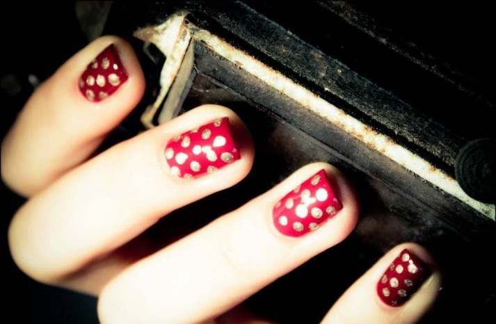 red gold polka dot nails 2