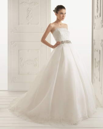Aire barcelona designer wedding dresses onewed for Barcelona wedding dress designer