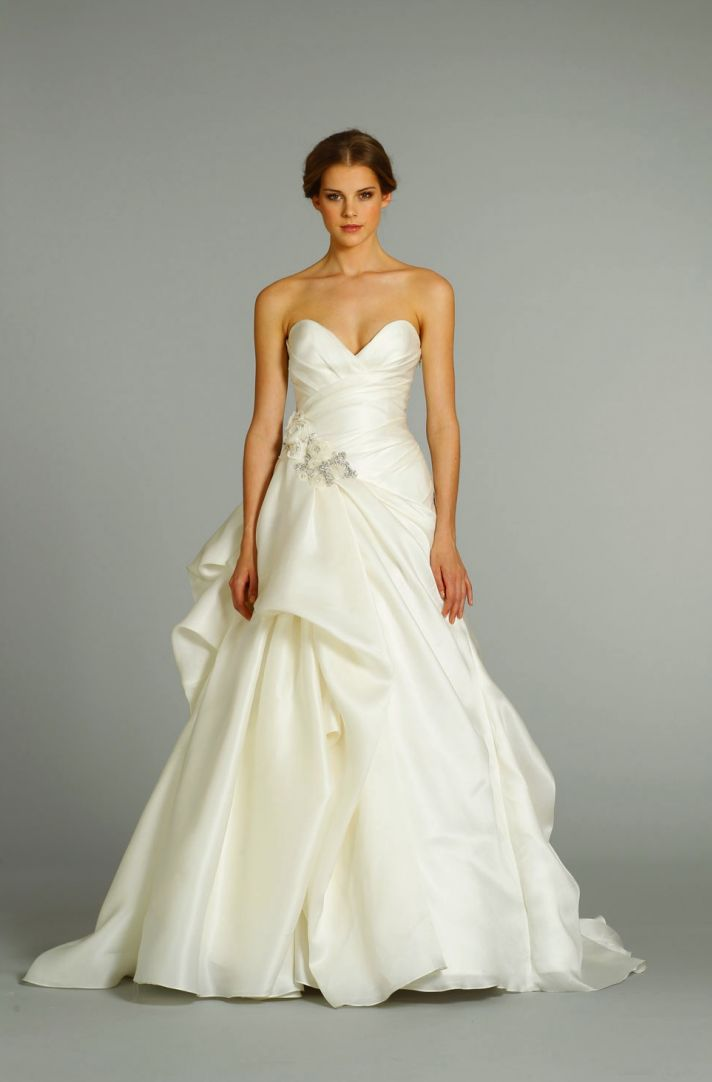 fall 2012 wedding dress Jim Hjelm bridal gowns 8253