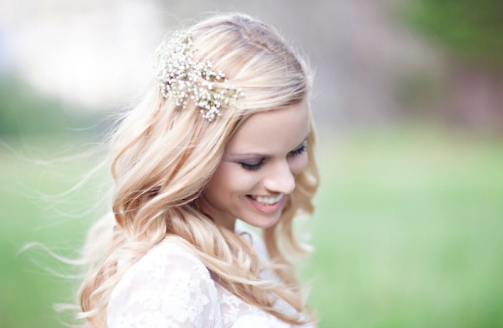 bridal beauty inspiration all down wedding hair babys breath hair piece