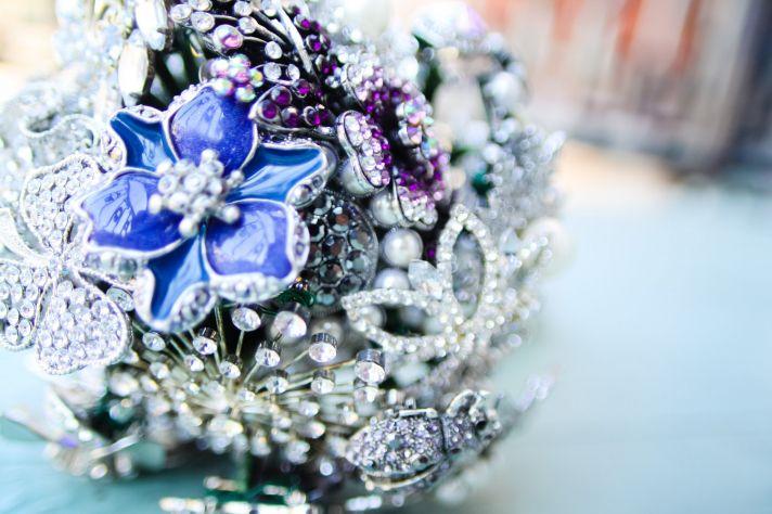 something blue wedding inspiration bridal style spotting brooch bouquet