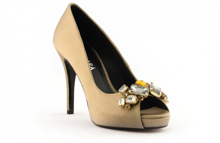 wedding shoes bridal heels by Rosa Clara 2013 colored gold
