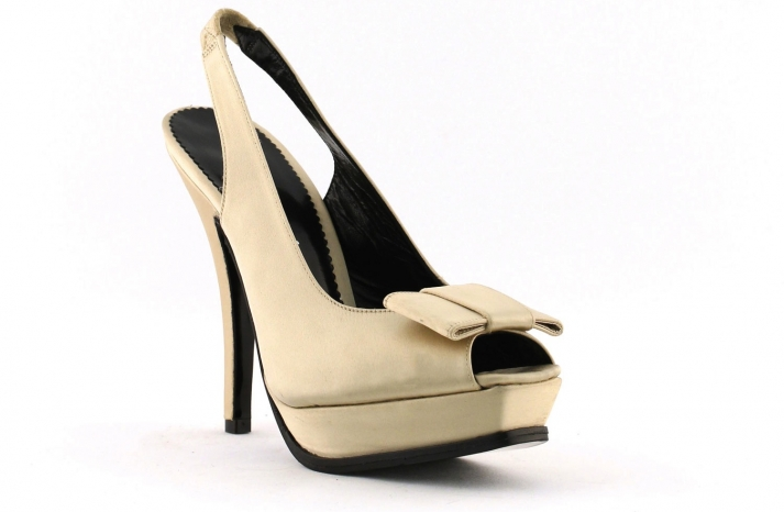 wedding shoes bridal heels by Rosa Clara 2013 beige suede