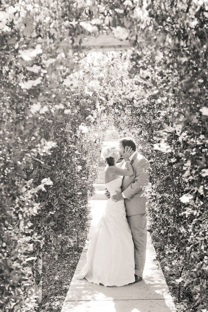 romantic black white wedding photo bride and groom kiss