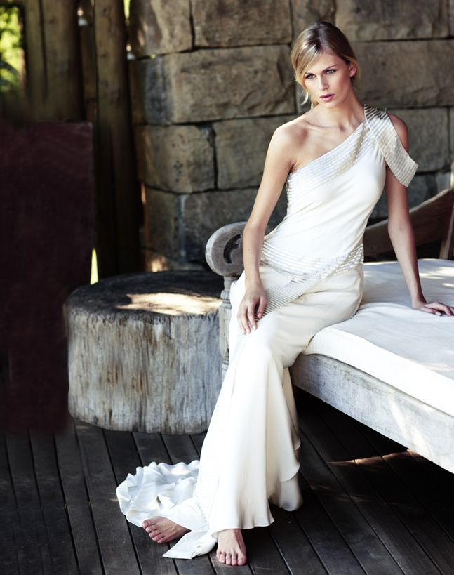 Celebrity Story On The Spot: Out Of Africa Wedding Dress Chic