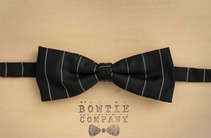http www etsy com listing 96150869 white circular pattern pre tied bow tie black tie