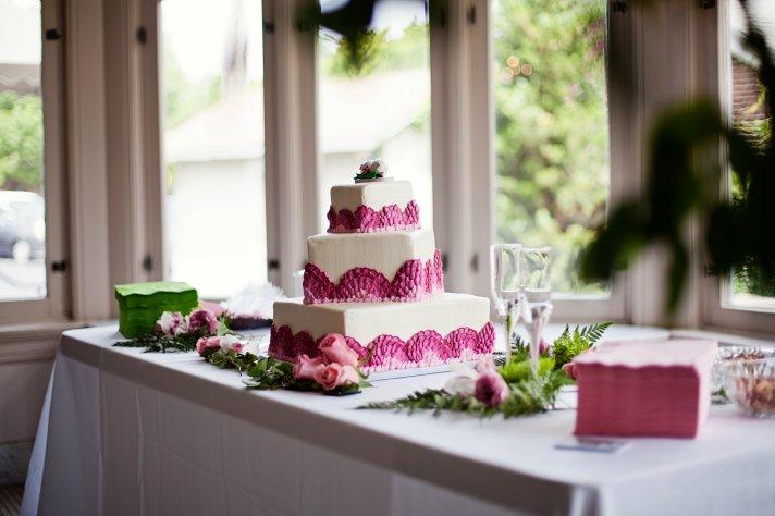 Kansas City wedding - Ombre detail wedding cake, personalized cocktail napkins