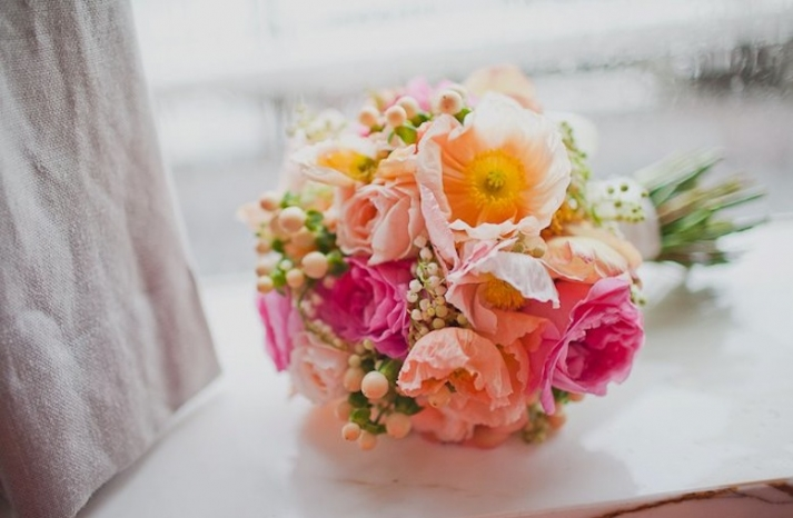 Romantic-wedding-flowers-poppies-peach-pink-yellow-bouquet