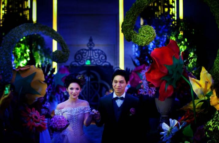 Best of Brides and Grooms in Costume Alice in Wonderland
