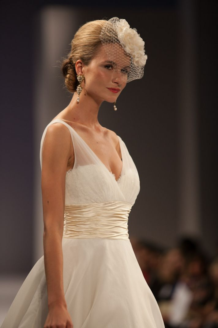 Fall 2013 wedding hairstyle trends vintage updo