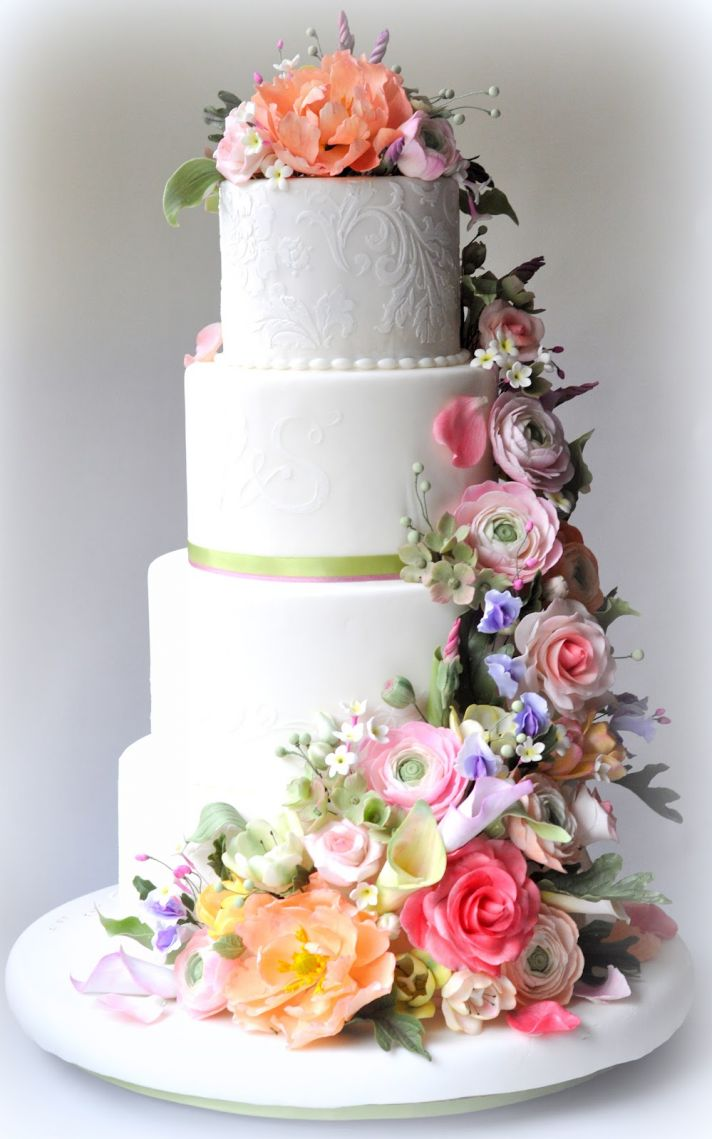 sugar flowers for wedding cakes 25 delightful wedding cakes with cascading florals 20571