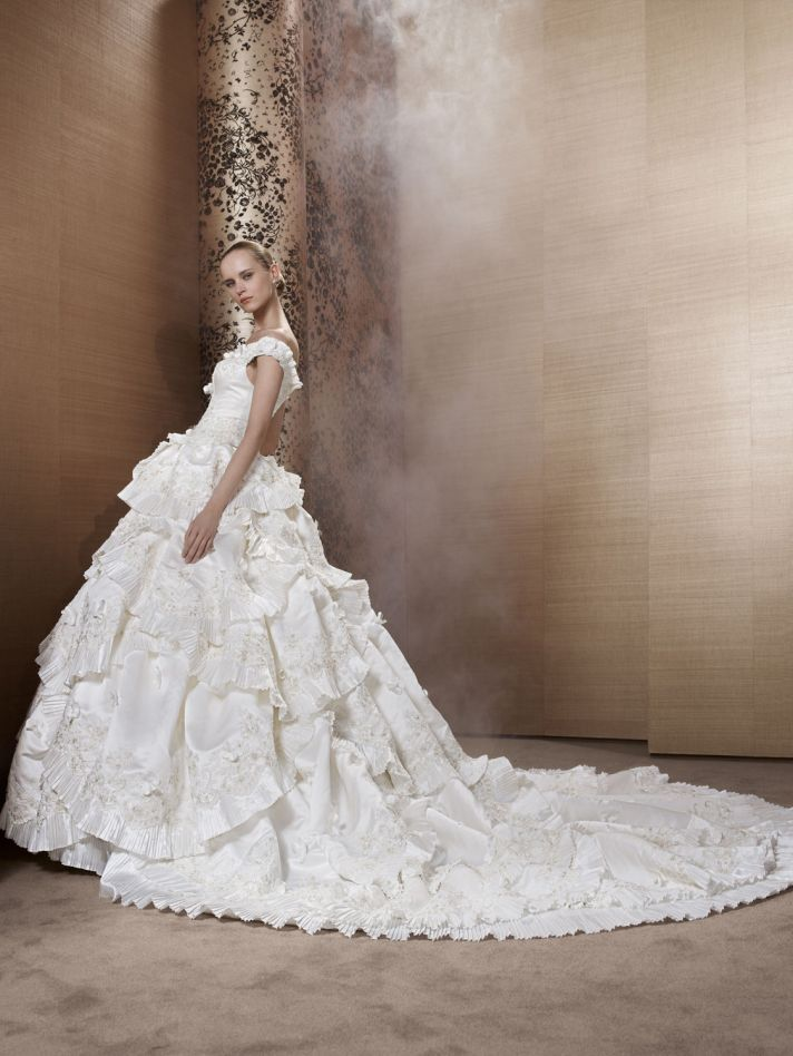 2013 Wedding Dress by Pronuptia Creations LD70