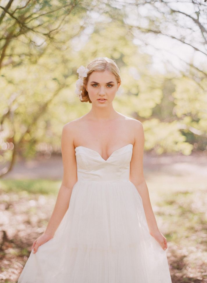 2013 wedding dress with deep sweetheart neckline
