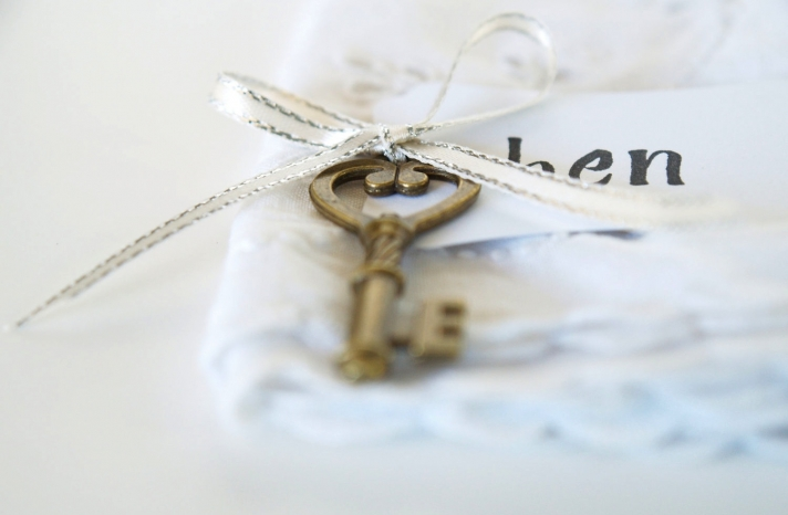 Vintage wedding escort cards gold key silver ribbon