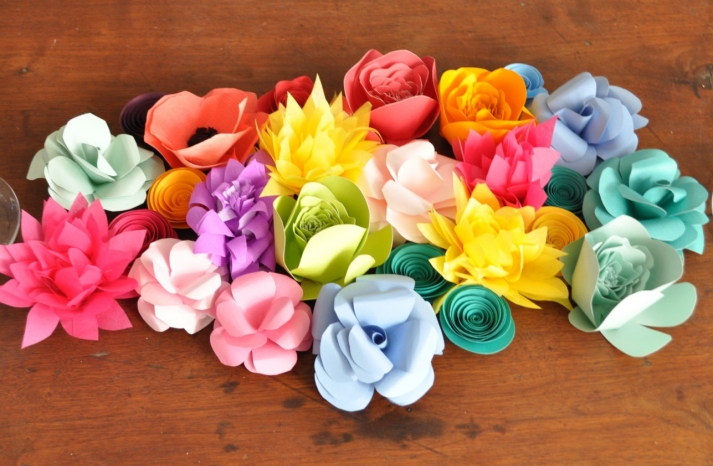 Paper flowers wedding table decor