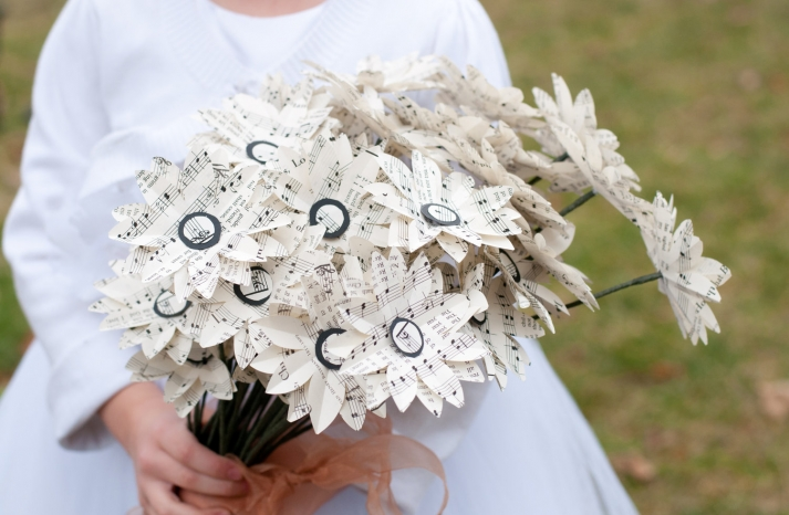 Handmade paper daisies for spring weddings