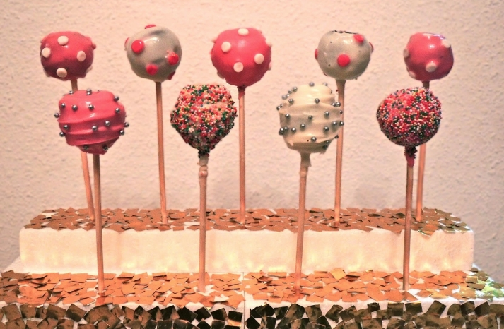 Unique DIY cake pops for the wedding