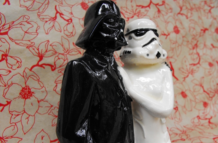 Star Wars bride and groom wedding cake topper