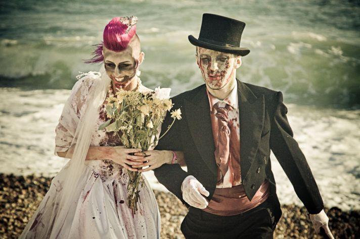 Freaky zombie wedding for Halloween