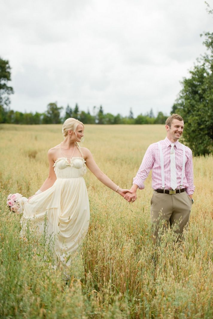 Wedding couple in the grass