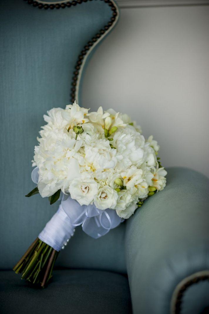 Elegant white bouquet