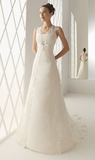 Aire barcelona wedding dress style beirut onewed for Robe romantique dentelle
