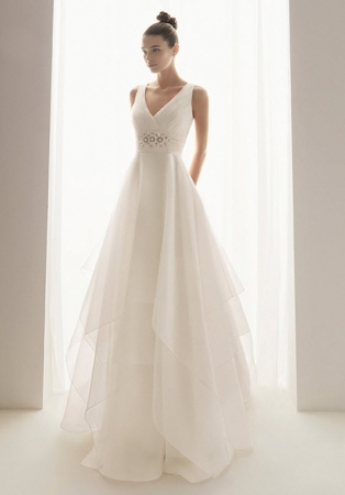 Aire barcelona wedding dress style burbuja onewed for Barcelona wedding dress designer